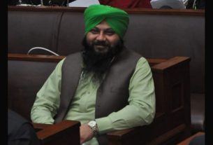 mahinder pal singh become parliamentory secretory in paksitan