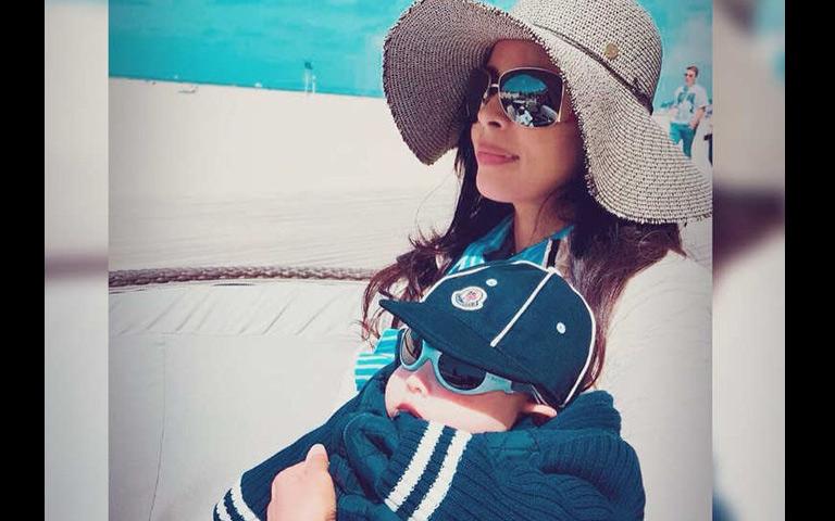 mallika-sherawat-chills-with-nephew-on-a-beach
