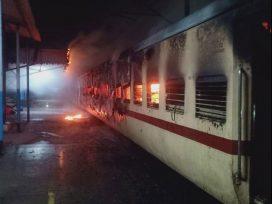 fire-in-saryu-yamuna-express