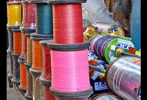 shopkeeper-are-selling-china-thread-with-the-use-of-social-media