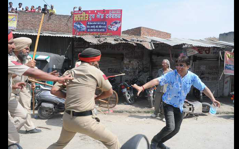 Lathicharge by Ludhiana Police on People in Curfew