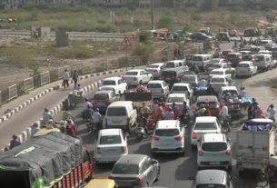 heavy-traffic-at-delhi-ghaziabad-border-sealed