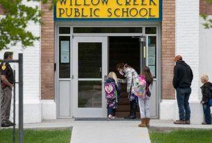 schools-begin-to-open-in-united-state-america-during-lockdown