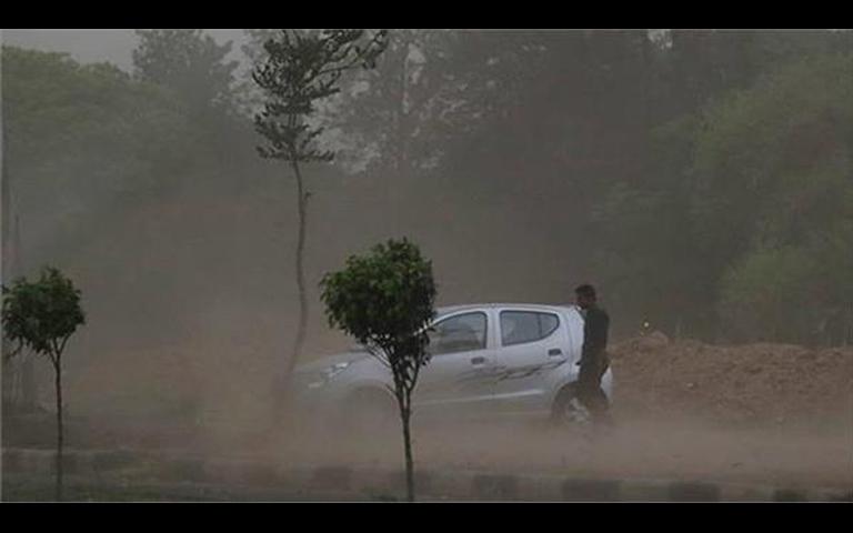 Ludhiana Weather News: ਮੀਂਹ ਤੇ ਹਨ੍ਹੇਰੀ ਨਾਲ ਲੋਕ ਨੂੰ ਮਿਲੀ ਗਰਮੀ ਤੋਂ ਰਾਹਤ, ਪਾਰਾ ਨੀਚੇ ਡਿਗਿਆ