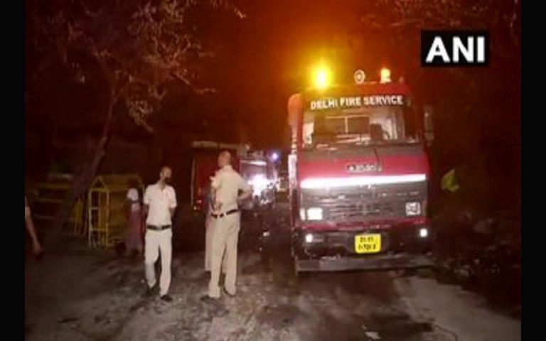 tughlakabad-area-fire-in-120-slums-in-delhi